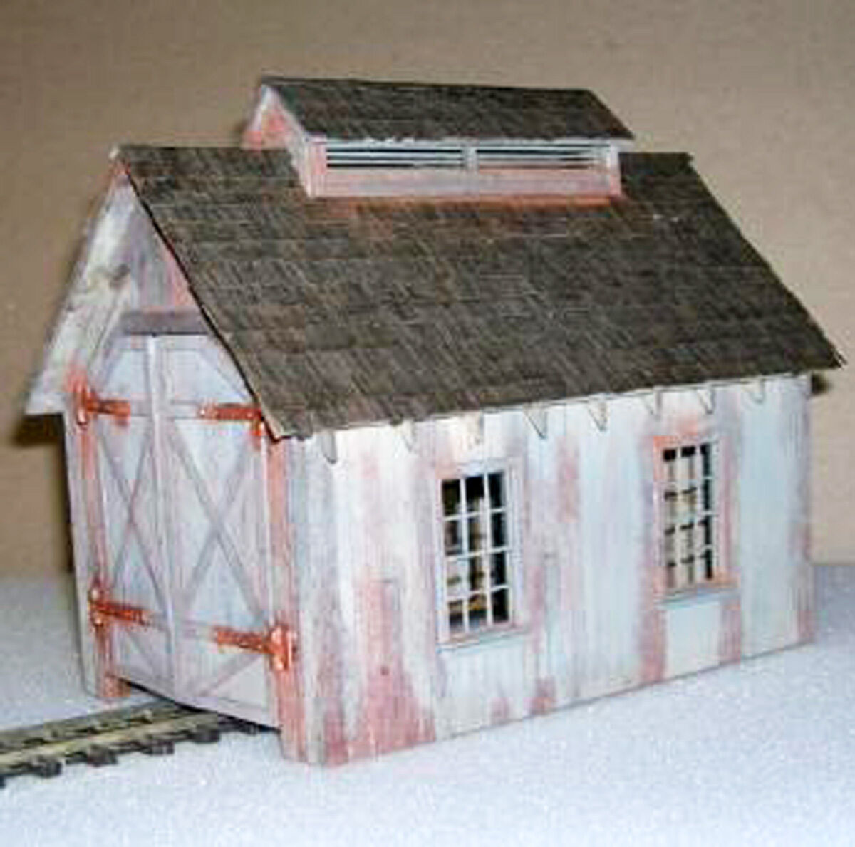 CRITTER LOCOMOTIVE SHED O On3 On30 Model Railroad Structure Unpainted Kit DF204