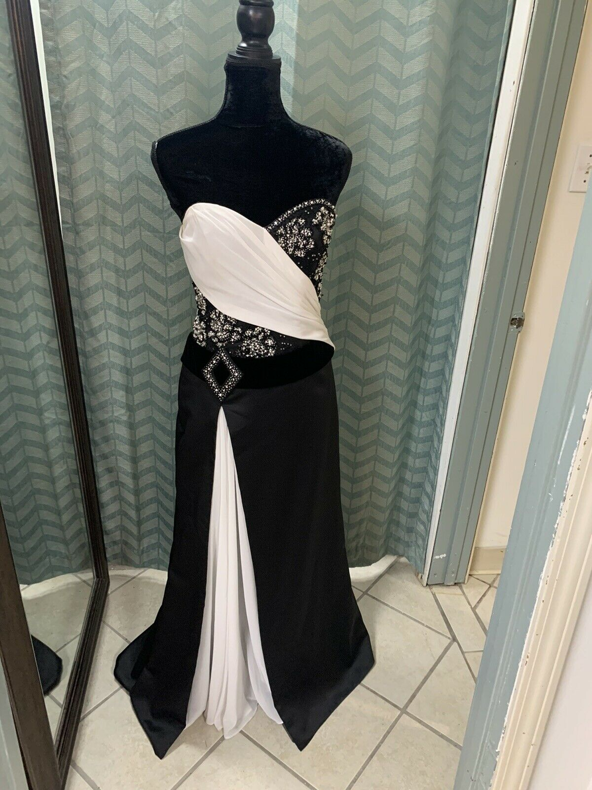 Size 6 Black & White Prom Party Homecoming Dance Pageant Formal Dress