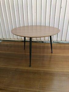 Tavolo Tondo Anni 50.Dettagli Su Tavolino Anni 50 Vintage Tavolo Tondo Da Caffe Vintage Da Salotto