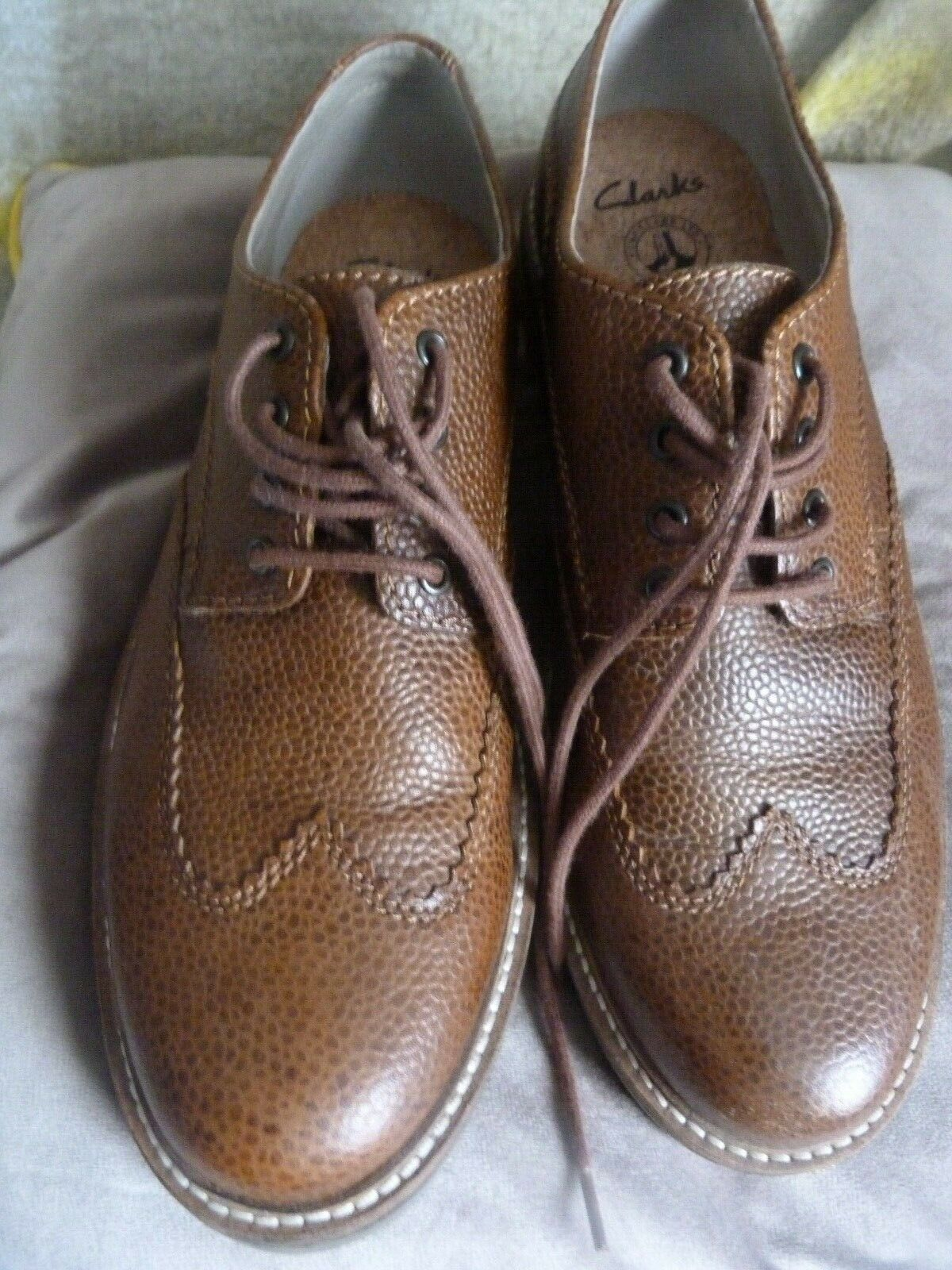 CLARKS MENS CASUAL LEATHER UPPER BROGUES MID BROWN SHOES SIZE 8 1/2,A1 Excellent