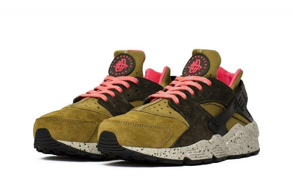 NIKE AIR HUARACHE RUN PREMIUM 704830 302 DESERT MOSS GREEN/COBBLESTONE/SOLAR RED