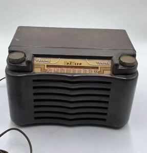 1948-Trave-ler-Model-5015-AM-US-Brown-Bakelite-Radio-Traveler