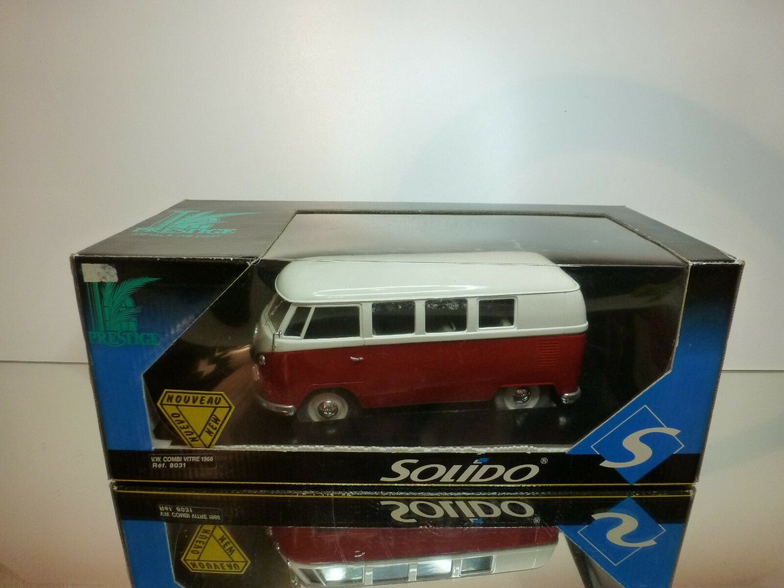 SOLIDO VW VOLKSWAGEN T1 COMBI VITRE 1966 - rouge + OFF-blanc L21.0cm - VERY GOOD