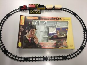 Matchbox-Ferrocarril-Tren-parecian-set-amp-construccion-la-estacion-en-OVP-Railway-g2-box-Train
