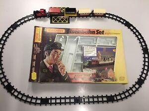 Matchbox-Eisenbahn-Zug-SET-SCHIENEN-amp-AUFBAU-BAHNHOF-IN-OVP-Railway-G2-Box-Train