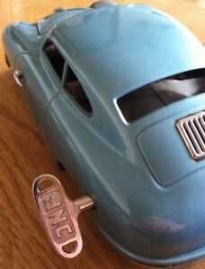 Clef-pour-voiture-JNF-36mm-Carre-de-2-7mm-Porsche-356-Schlussel-Key-Tin-Toy-Cox