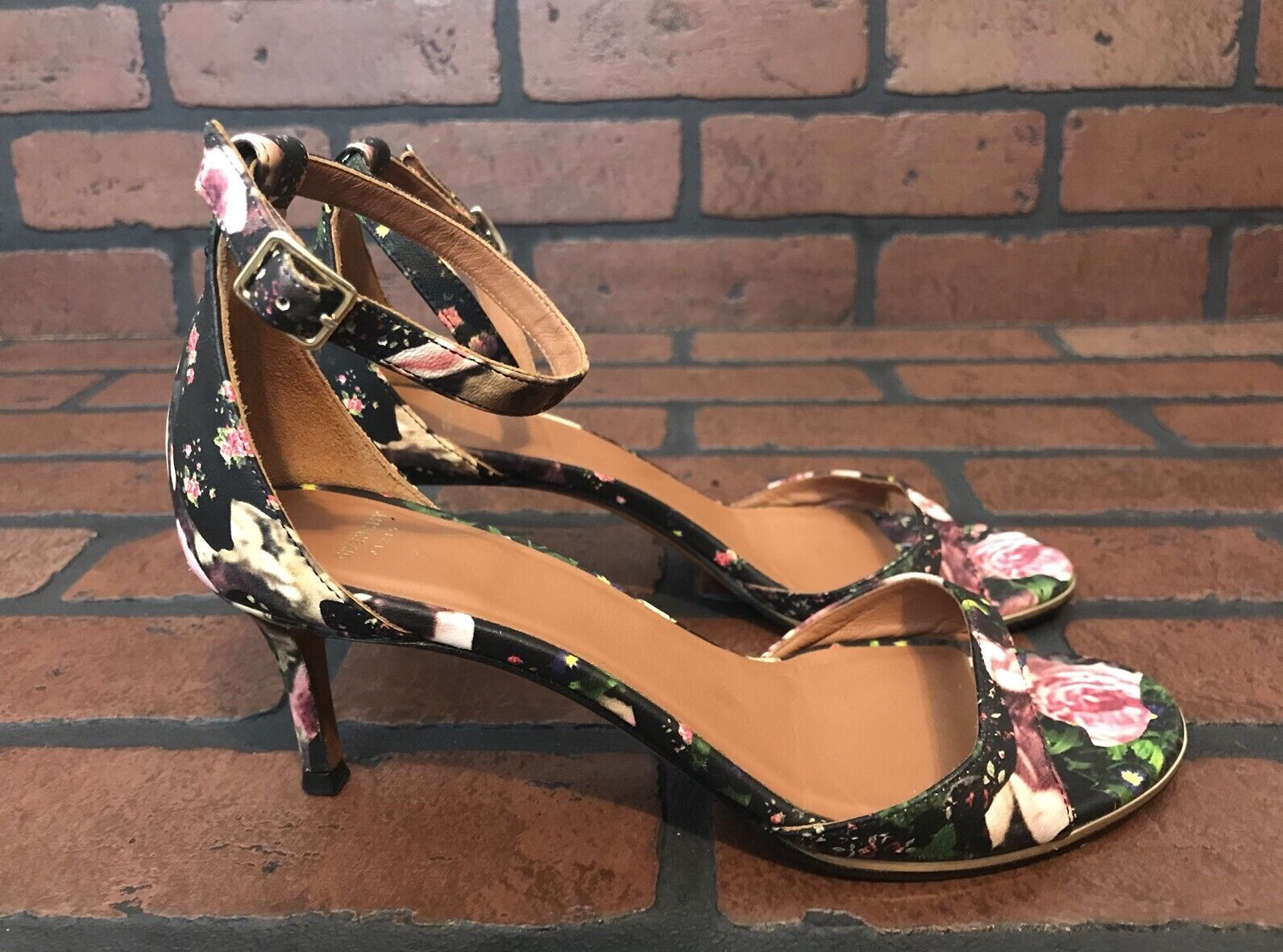 disponibile Givenchy Givenchy Givenchy Floral Print Ankle Strap Heels Dimensione 7  Ultimo 2018