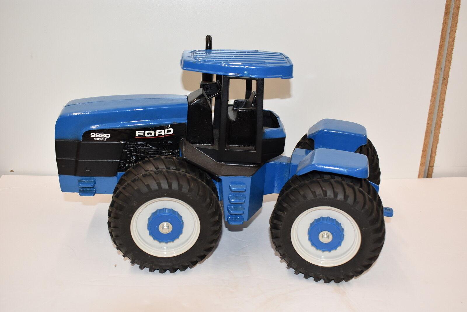 1 16 Ford versatille 9880 4x4 Tracteur par Scale Models, très belle difficile à trouver