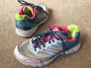 c7360e8b495 Girls Fila Trainers Lightweight Running Uk Size 3 White Pink Yellow ...