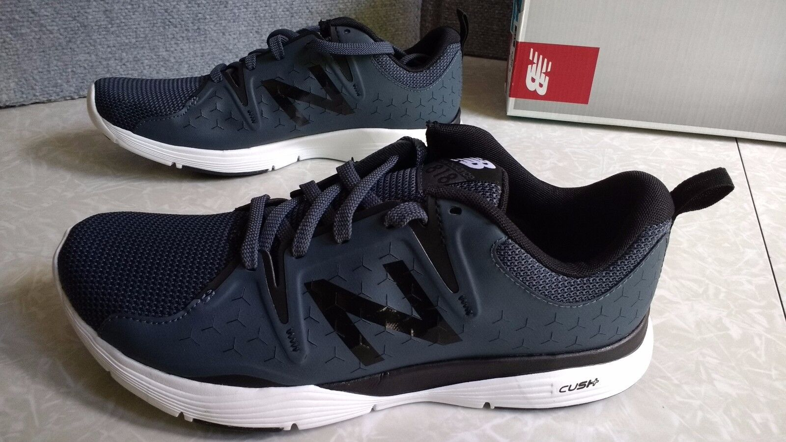NWT  75 MSRP, Mens New Balance  MX818GR1 Athletic Training Running Course shoes