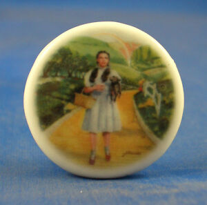 1-034-PORCELAIN-CHINA-BUTTON-WIZARD-OF-OZ-DOROTHY-ON-YELLOW-BRICK-ROAD