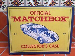Vintage-Matchbox-Lesney-etc-33-coches-y-camiones-en-caso-de-coleccionista-de-1960s-Original