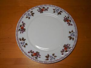 Image is loading Gibson-MILK-GLASS-FRUIT-DESIGN-Set-of-4- & Gibson MILK GLASS FRUIT DESIGN Set of 4 Dinner Plates 9 7/8\