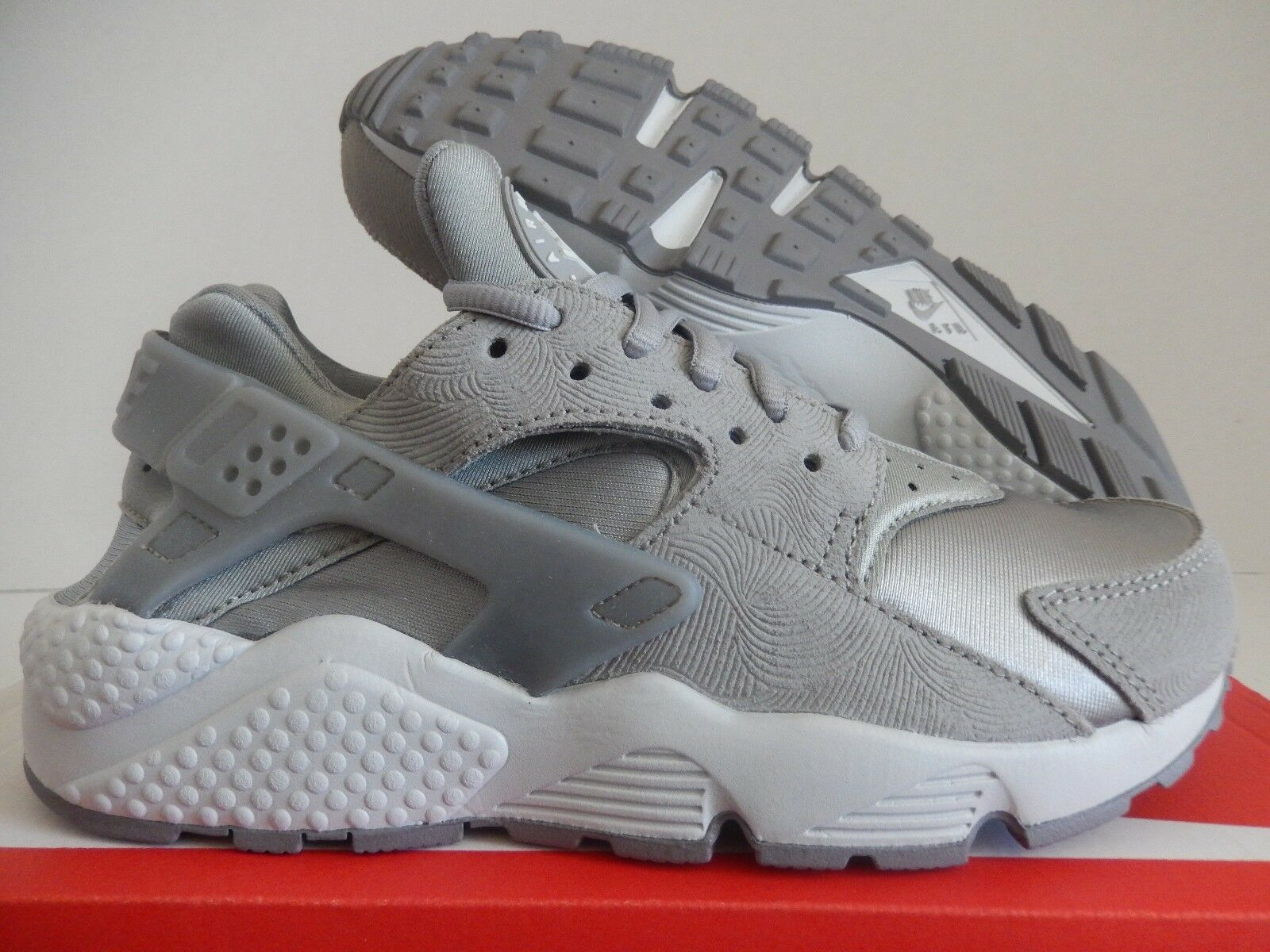 WMNS NIKE AIR HUARACHE RUN PRM PREMIUM SUEDE MEDIUM GREY SZ 7 [833145-002]