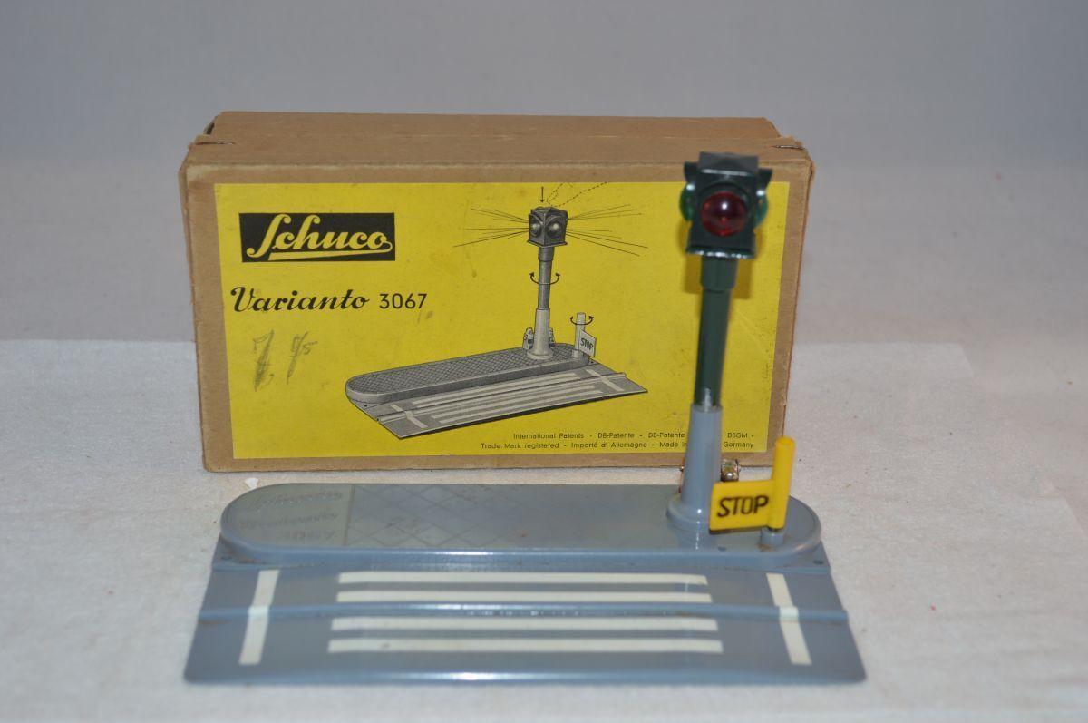 Schuco varianto 3067 Ampel mit zebrastreifen very near mint in box OVP SELTEN 3e