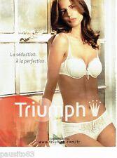 PUBLICITE ADVERTISING 116  2010   Triumph soutien gorge sous vetements