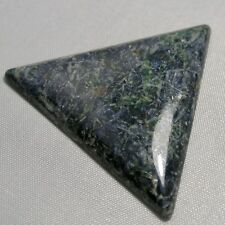 Echter Eklogit Dreieck Cabochon 57.18ct 47mm