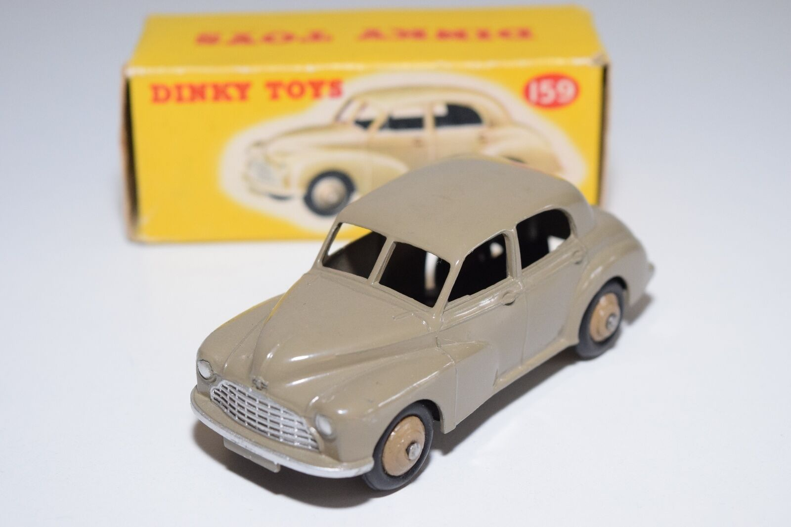 \\ DINKY TOYS 159 MORRIS OXFORD SALOON FAWN LIGHT Marronee MINT BOXED RARE SELTEN