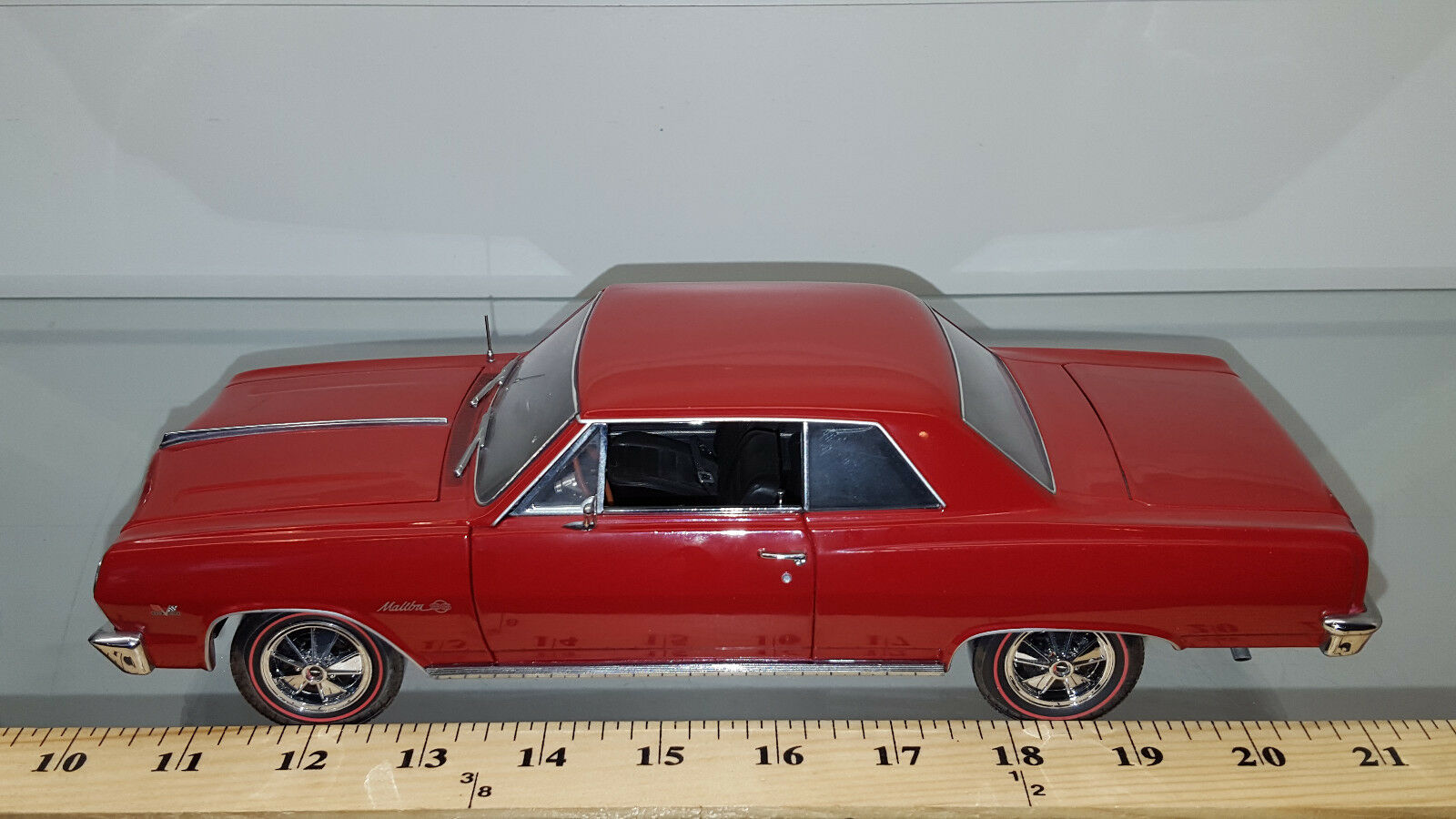 1 18 ERTL AMERICAN MUSCLE AUTHENTICS 1965 Chevrolet Chevelle SS 396 rouge RD