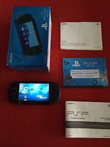 PSP Street e-1004 comme neuve + 3 Jeux