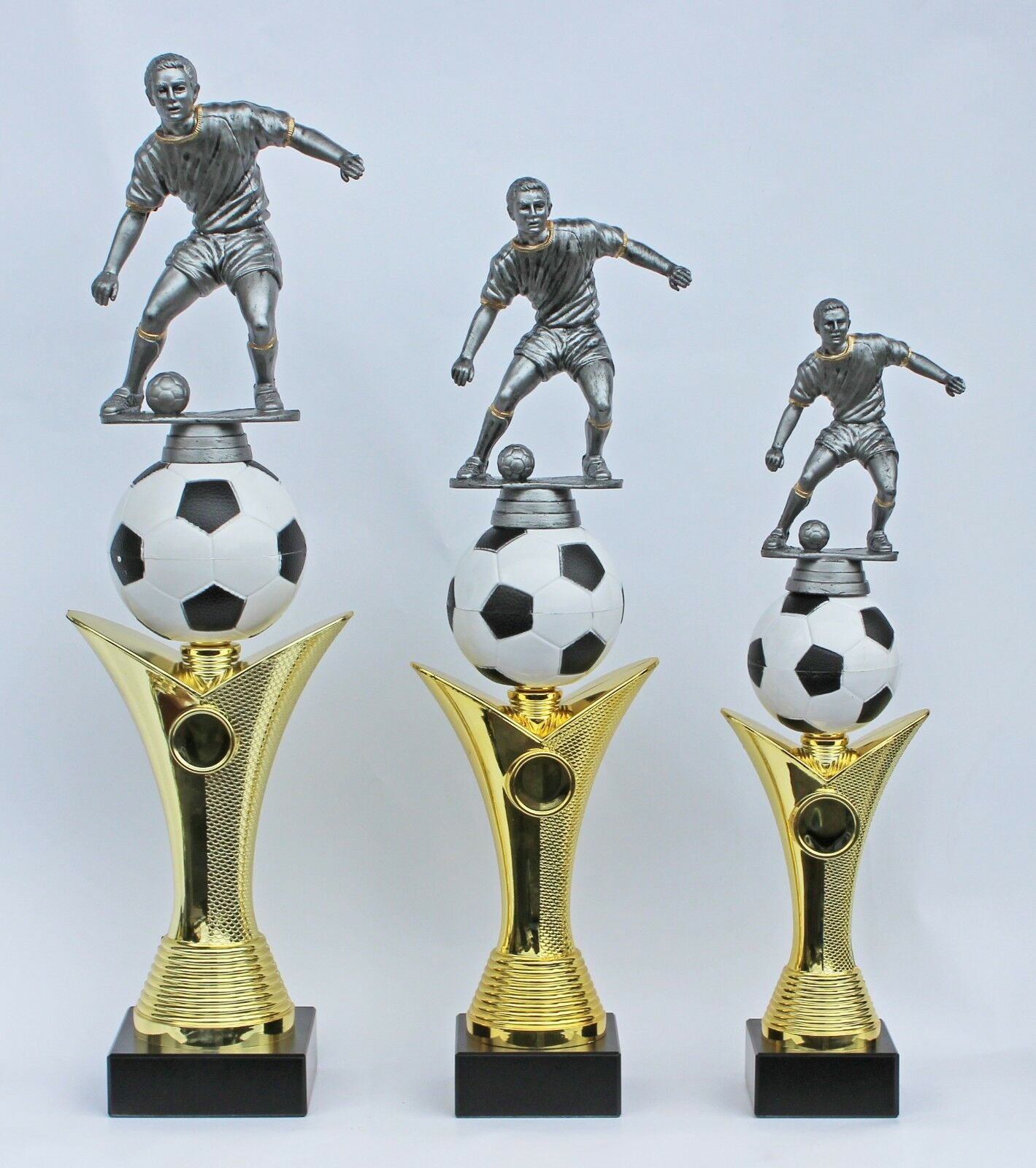 Pokal Fußballpokale 3er-Serie mit Gravuren und Emblemen Emblemen Emblemen auch mit Damenfigur 4b2d4d