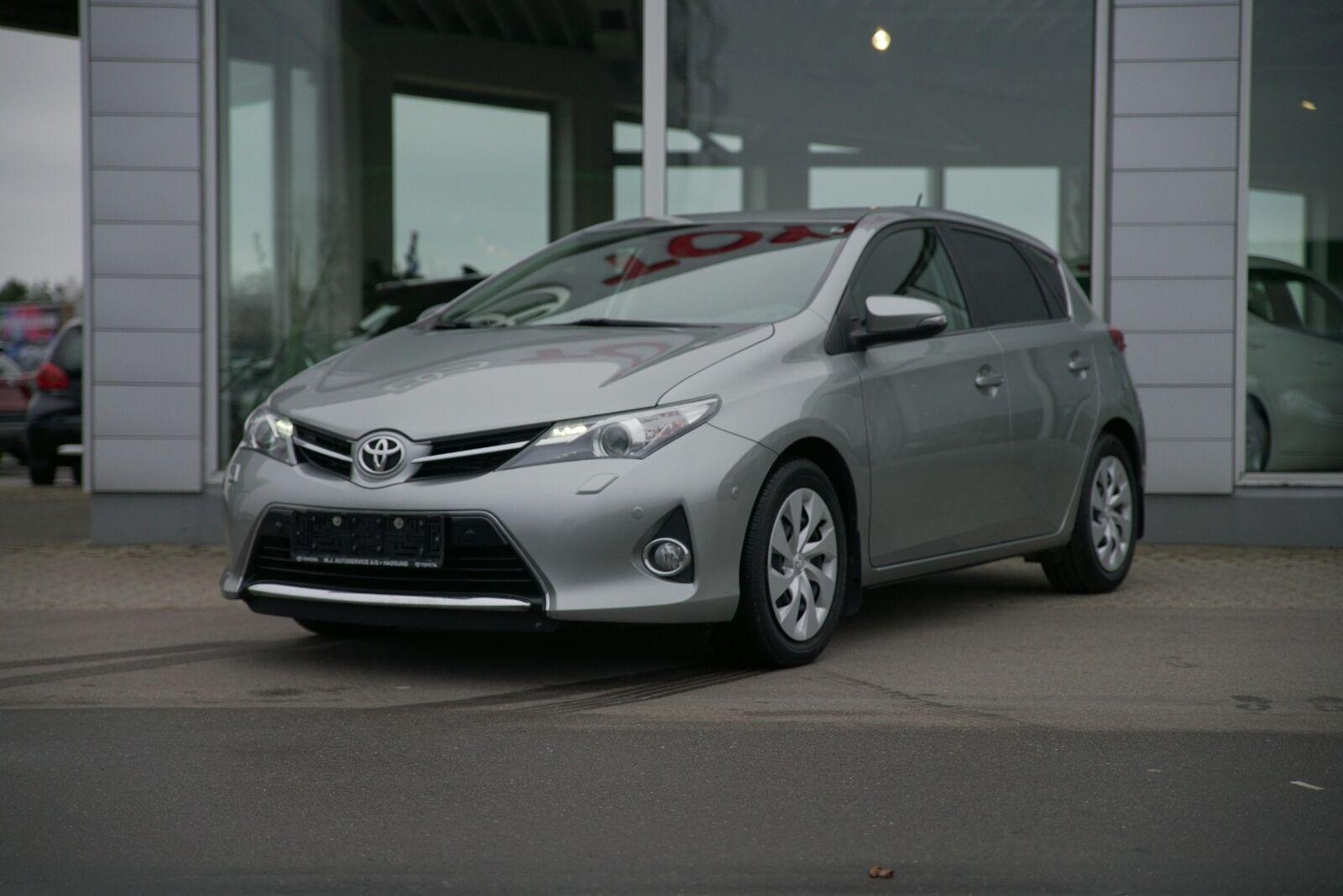 Toyota Auris 2,0 D-4D T2+ 5d