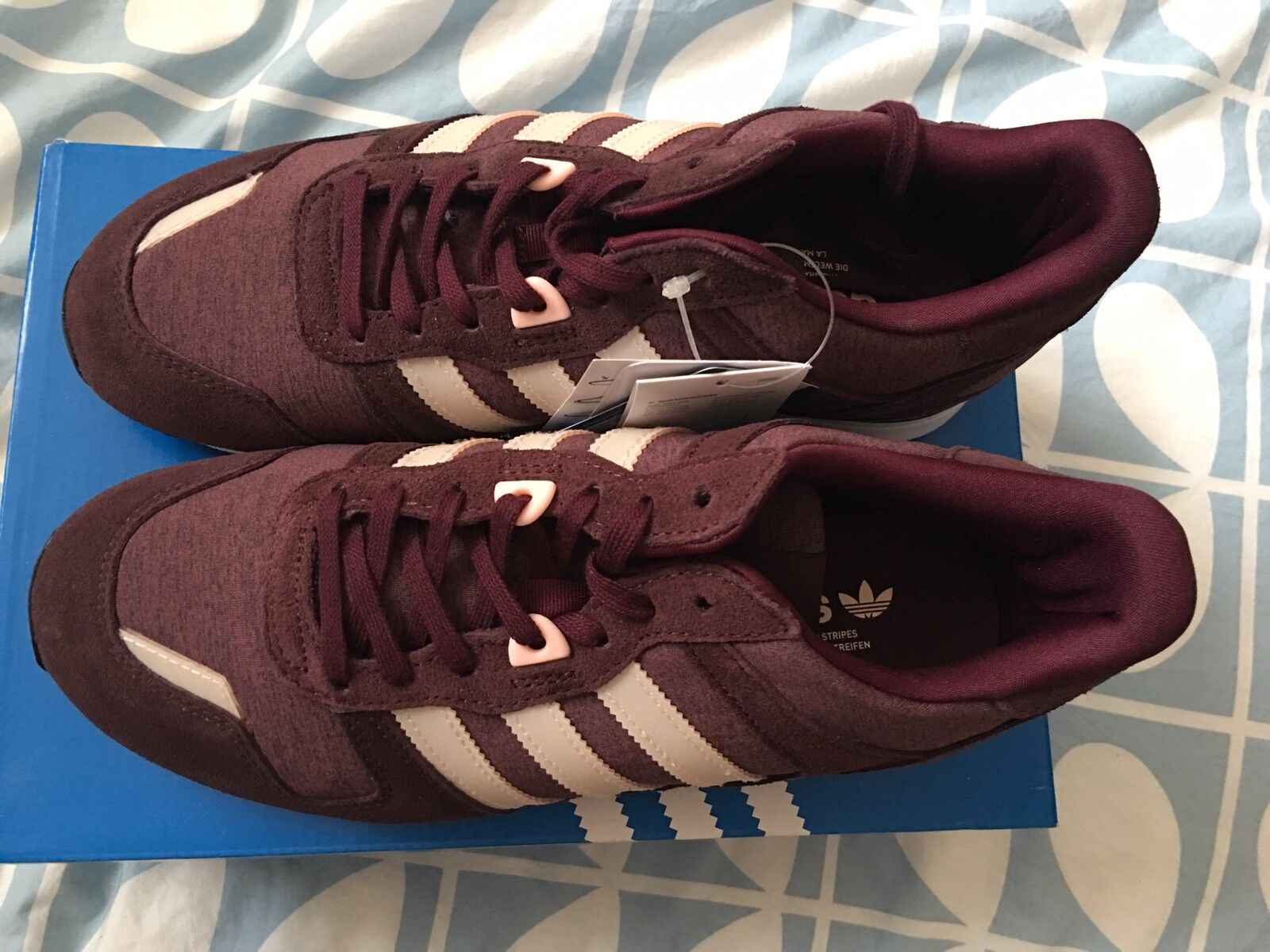 1b2d0d2a1 Women s adidas Originals ZX 700 W Low Rise Trainers in Burgundy UK 6 ...