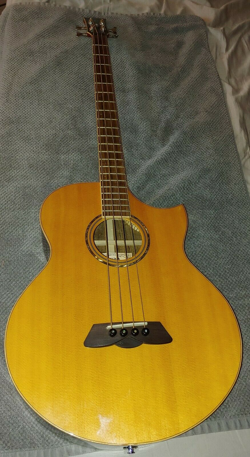 Laguna Acoustic Electric Bass LAB7CE RW w  carrying case. Mint condition