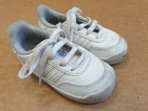 puesta de sol Implacable tono  K390 Niños Adidas Originals Blanco Encaje Hasta Zapatillas Uk Size 5K EU 21  nos 5.5K | eBay