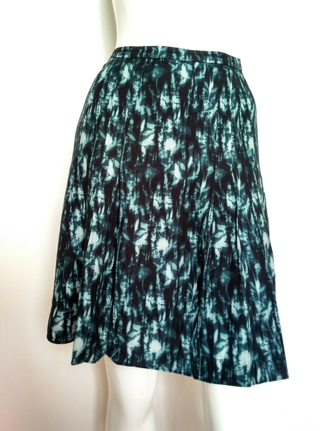 JIGSAW leaf print skirt size 12 --BRAND NEW-- pleat  bluee fully lined