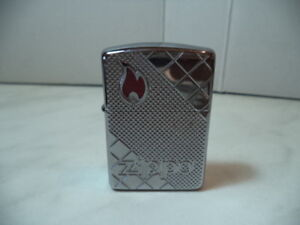 ZIPPO-LIGHTER-LIGHTER-RED-EPOXY-FLAME-ARMOR-CASE-VERY-RARE-NEW