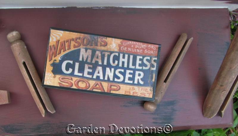 Chunky LG OLD-FASHIONED LAUNDRY ROOM SHELF Soap Box   Clothespins TOO CUTE