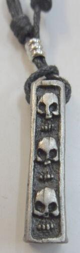 TETE DE MORT     pendentif métal avec cordon réglable  tête de mort