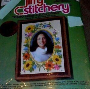 NEW-Jiffy-Stitchery-034-Photo-Frame-Yellow-Daisies-034-Crewel-Embroidery-Kit-5-034-x-7-034