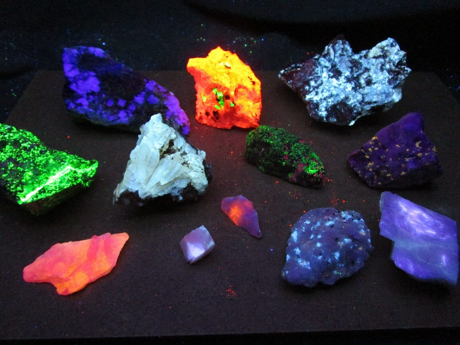Clearance 2 Lb Fluorescent mineral rock crystal mineral
