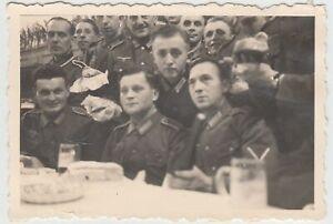 F20198-Orig-Foto-deutsche-Soldaten-Weihnachtsfeier-1940er