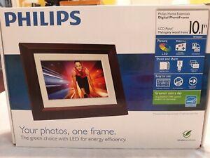 Philips-Home-Essentials-Digital-PhotoFrame-10-1-034-Walnut-Wood-Frame