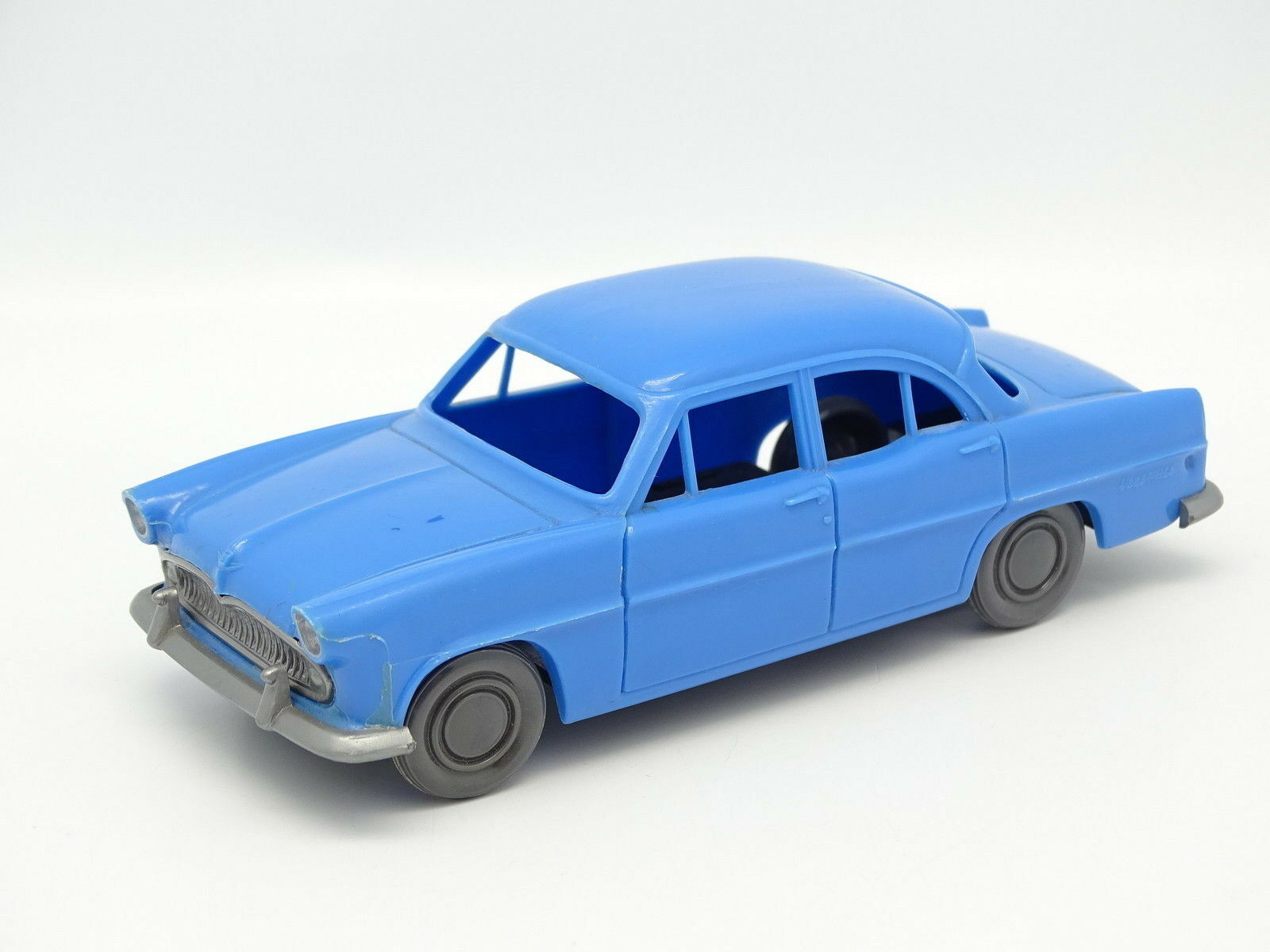BS 1 32 - Simca Vedette Versailles azul