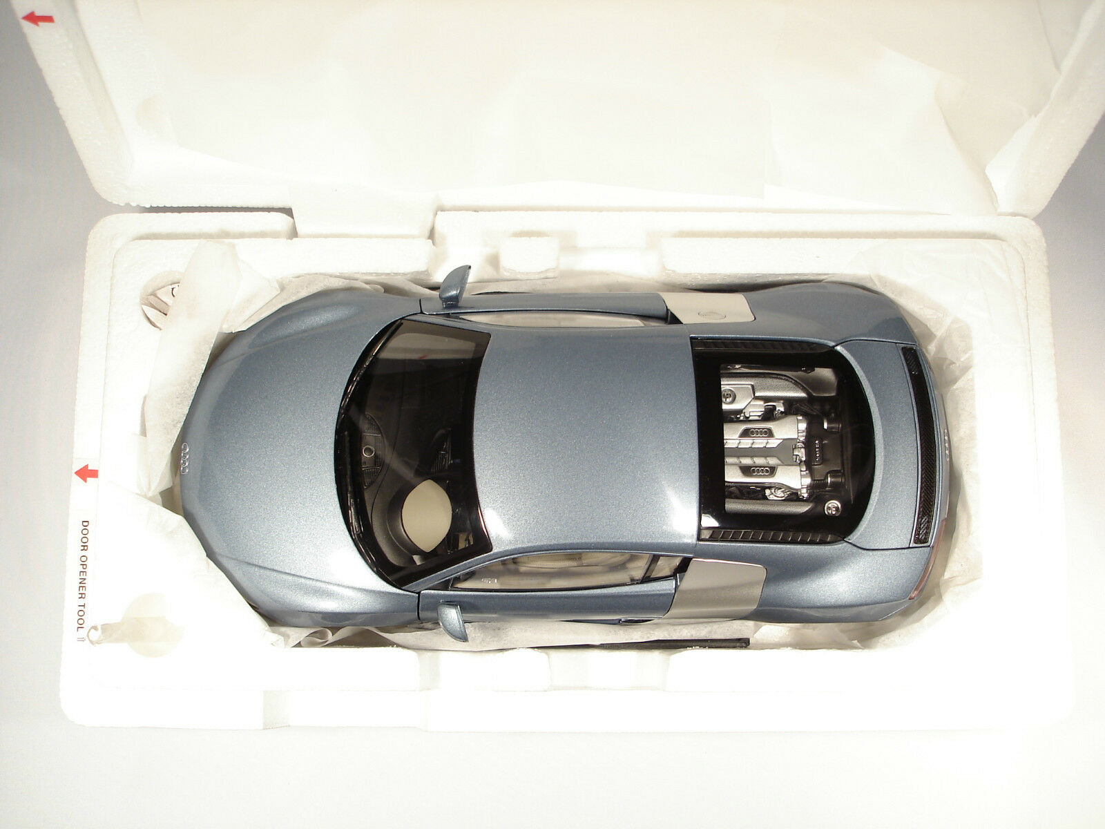 Kyosho 501.06.184.15 1 18 Audi R8 V8 4.2 FSI Jetblue Métal