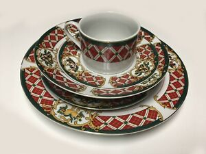 GIBSON-WINDSOR-CHRISTMAS-CHINA-RED-RIM-WOODEN-HORSE-WREATH-5-PIECE-PLACE-SETTING