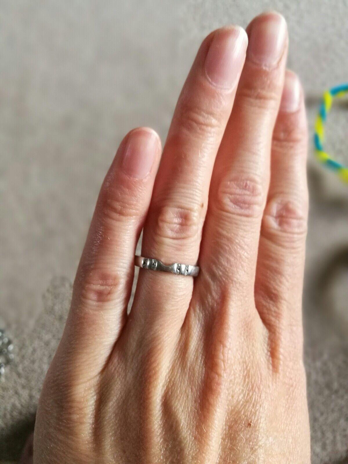 Platinum x8 diamond wedding ring
