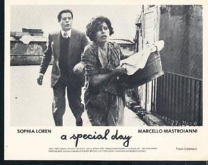 "RT870 TODAY AND TOMORROW/""  8X10 PHOTO SOPHIA LOREN AND MASTROIANNI /""YESTERDAY"