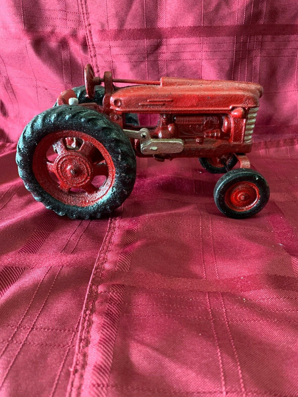 Vintage Large Scale rosso Farm Tractor by Hubley