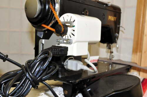 Nähmaschinenmotor Motor für Nähmaschinen mit Fußanlasser 90 Watt Nähmotor YDK