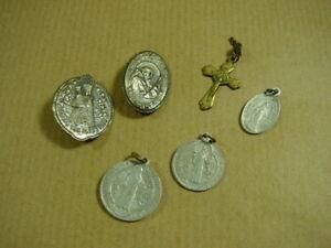 Alte-Pilgerandenken-Altoetting-u-a-Anhaenger-Brosche-Andenken-Medaille
