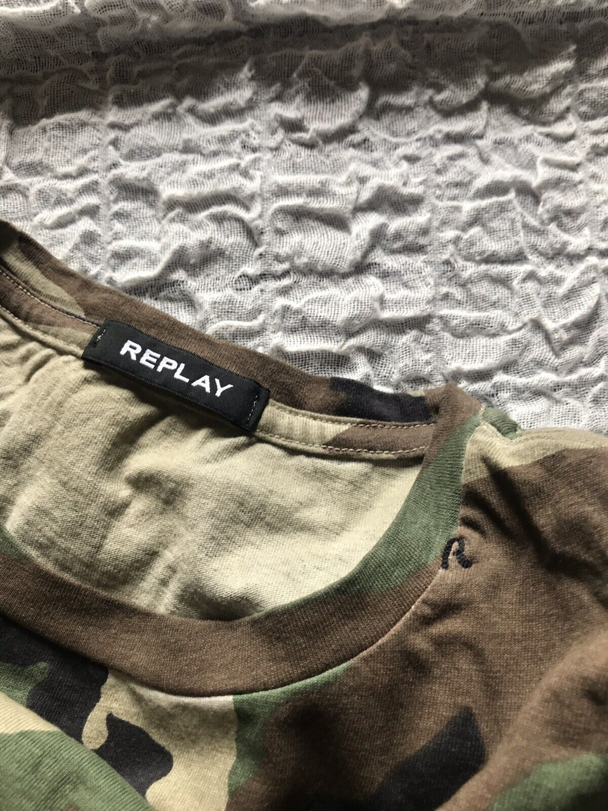 T Shirt Replay mod.Militare Grün Mimetico Größe XL Con Patch Sulle Maniche