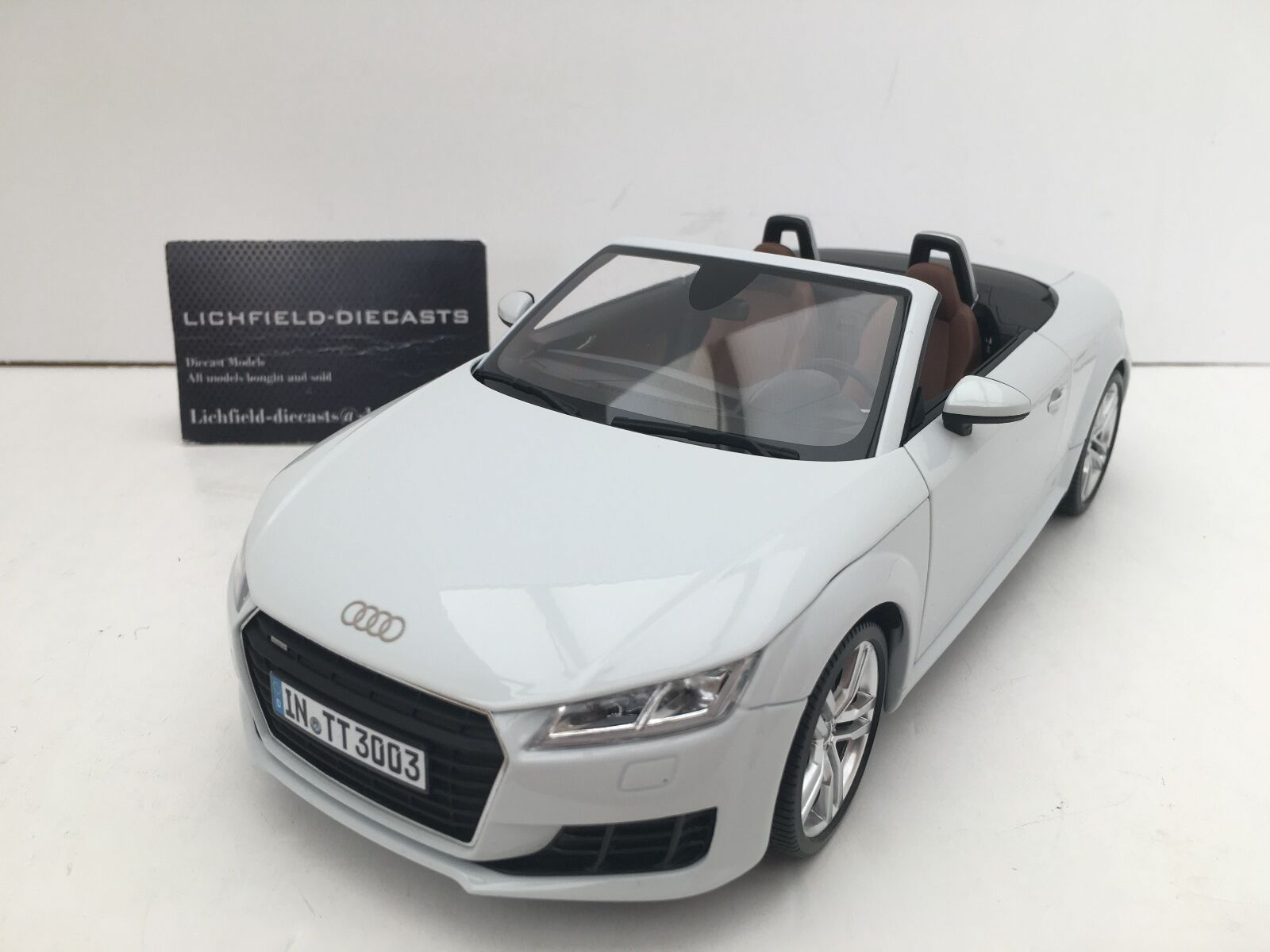 Minichamps 1 18 Dealer EditionI TT Roadster Glacier Blanc 5011400515 V. RARE