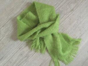 écharpe Le Mohair des fermes de France en mohair de chevreau vert anis neuve