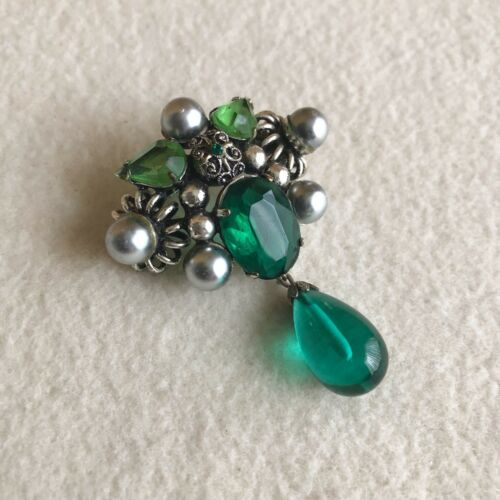Vintage SILVER Tone GREEN Glass RHINESTONE Victorian BAROQUE Etruscan BROOCH