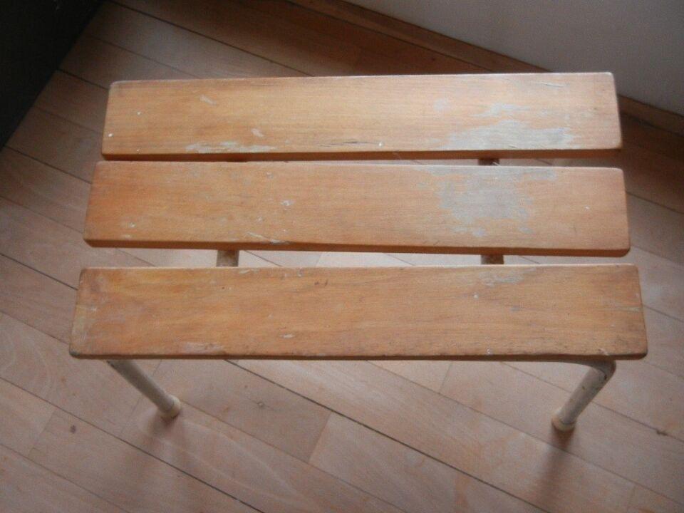RETRO - skammel med stålben, gamle børnemøbler